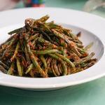 Жареная зелёная фасоль в остром соусе чили
