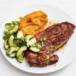 Натуральные котлеты из ягнёнка с морковным пюре и огуречным салатом