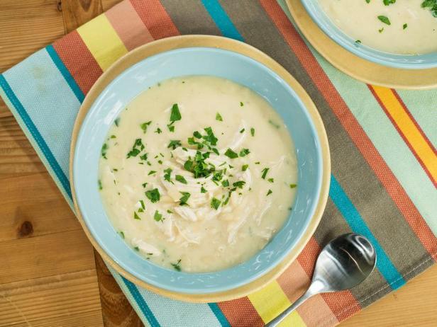 Фото Греческий лимонный суп с курицей