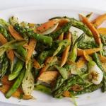 Весенний салат из спаржи в горячей винегретной заправке