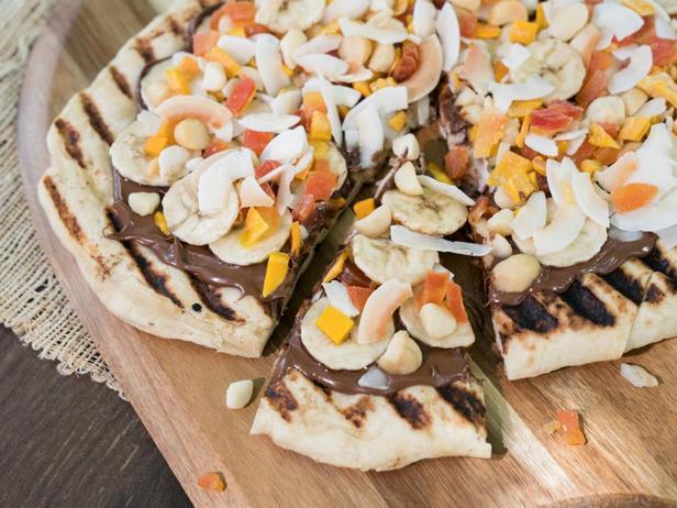 Десертная пицца на гриле