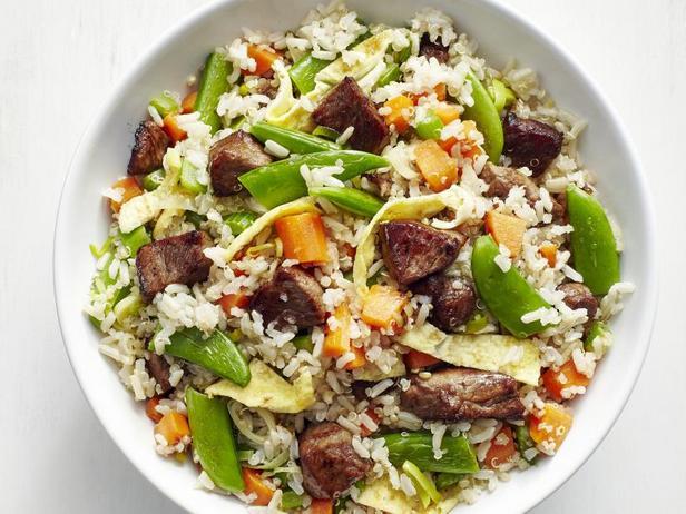 Фото Жареный рис с кусочками стейка