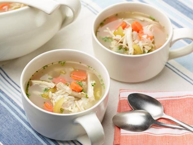 Фото Простой куриный суп с рисом