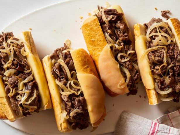 Фото Сэндвичи со стейком по-филадельфийски