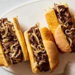 Сэндвичи со стейком по-филадельфийски