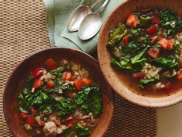 Рисовый суп с индейкой и капустой кейл