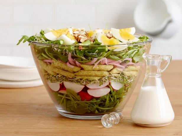 Фото Весенний слоёный салат со спаржей в кисломолочной заправке