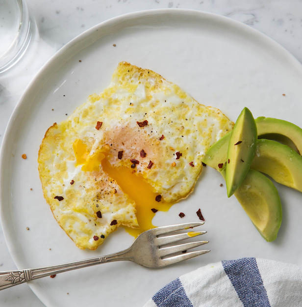Фото Идеальная перевёрнутая яичница-глазунья