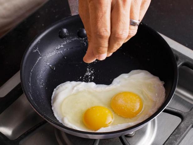 Идеальная перевёрнутая яичница-глазунья