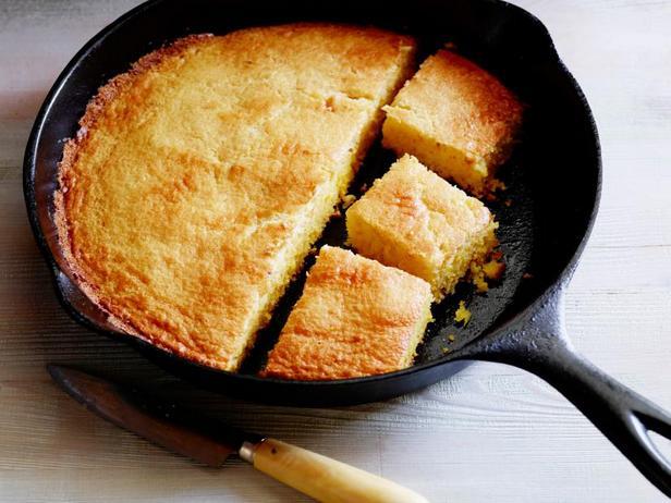 Фото Кукурузный хлеб в чугунной сковороде