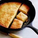 Кукурузный хлеб в чугунной сковороде