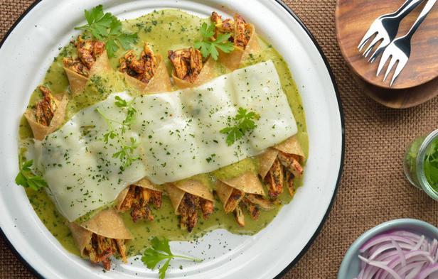 Фото Запеканка из мексиканской лепёшки с куриной начинкой