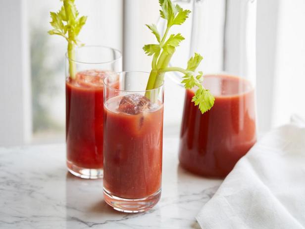 Фото Коктейль с томатным соком «Кровавая Мэри»