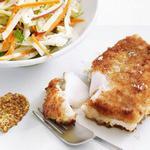 Жареная рыба в сухарях и гарнир из капусты