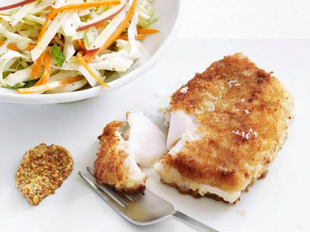 Фото Жареная рыба в сухарях и гарнир из капусты