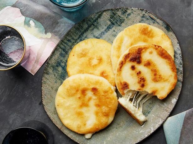 Фото Арепы с сырной начинкой