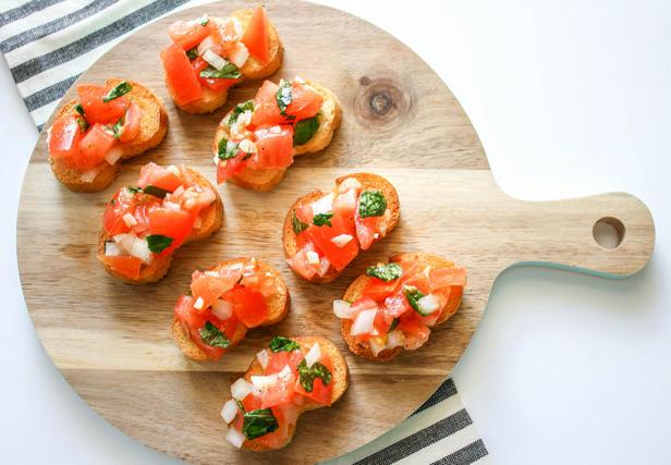 Фото Брускетта с помидорами