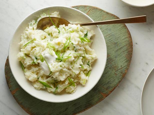 Фото Картофельное пюре с греческим йогуртом и зелёным луком