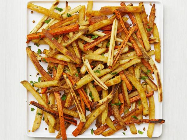 Фото Печёная морковь с пастернаком и картофелем фри