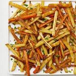 Печёная морковь с пастернаком и картофелем фри