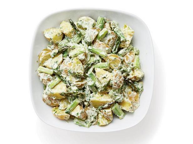 Фото Кремовый картофельный салат со спаржей