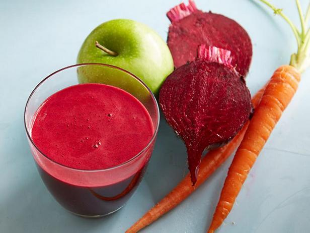 Свежевыжатый сок из свёклы, моркови и яблока