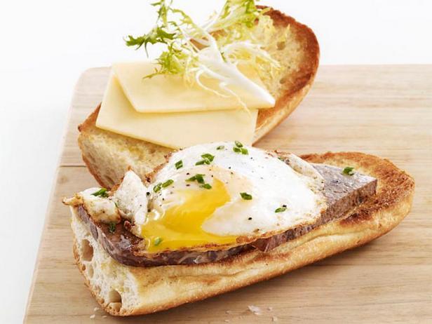 Фото Бутерброды с яичницей «Бистро»