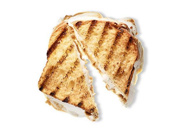 Сэндвич с арахисовым маслом, джемом и маршмеллоу