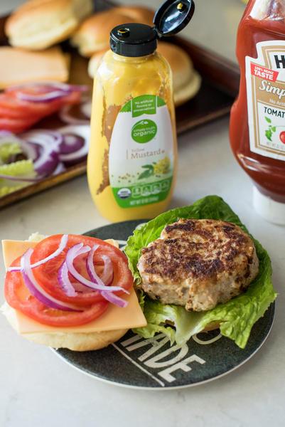 Фото Гамбургер с котлетой из индейки