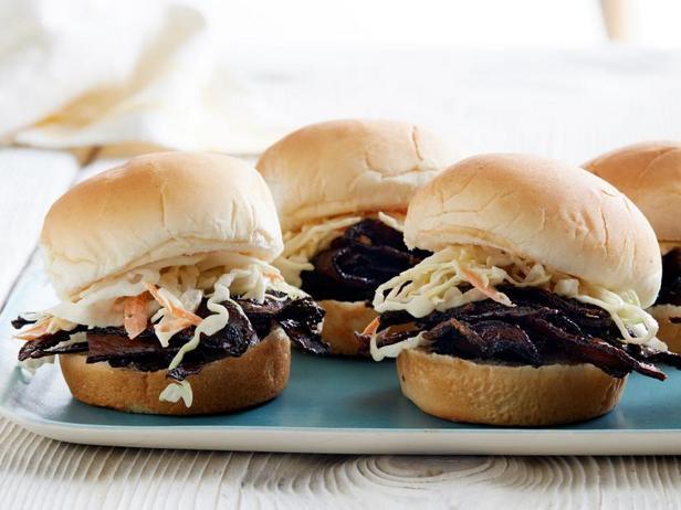 Фото Веганские слайдер-сэндвичи с рваной свининой