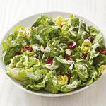 Салат из бибб-латука с вишней