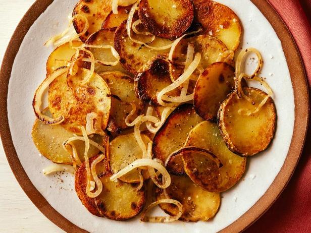 Фото Жареная золотистая картошка с луком