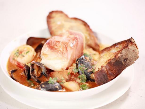 Фото Стью с морепродуктами и соусом ромеско