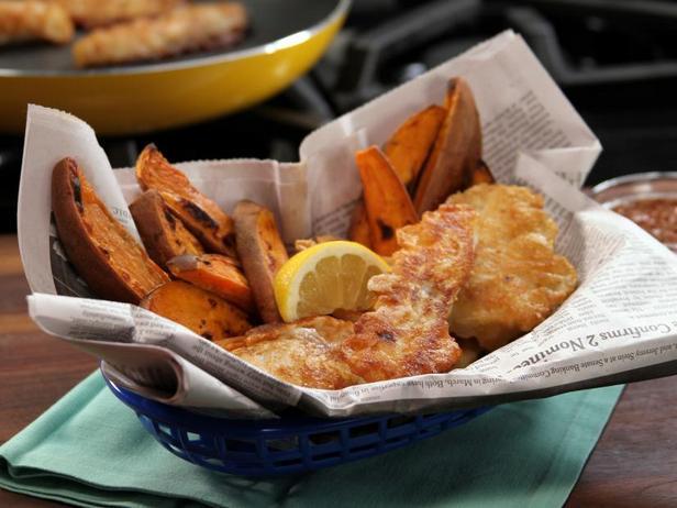 Фото Жареная рыба в пивном кляре и картофель фри в духовке