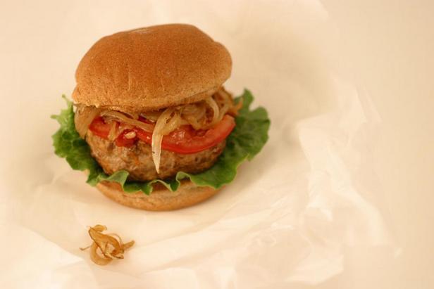Гамбургер с котлетой из индейки