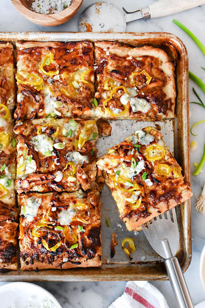 Быстрая пицца с курицей барбекю