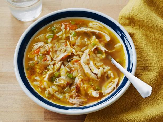 Куриный суп с мелкой пастой