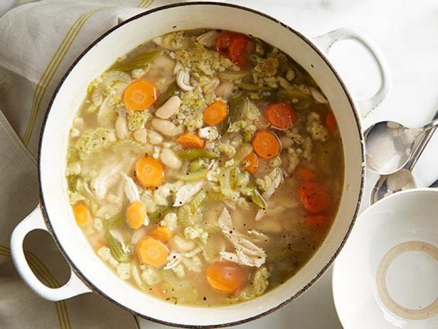 Фото Куриный суп с клёцками и киноа