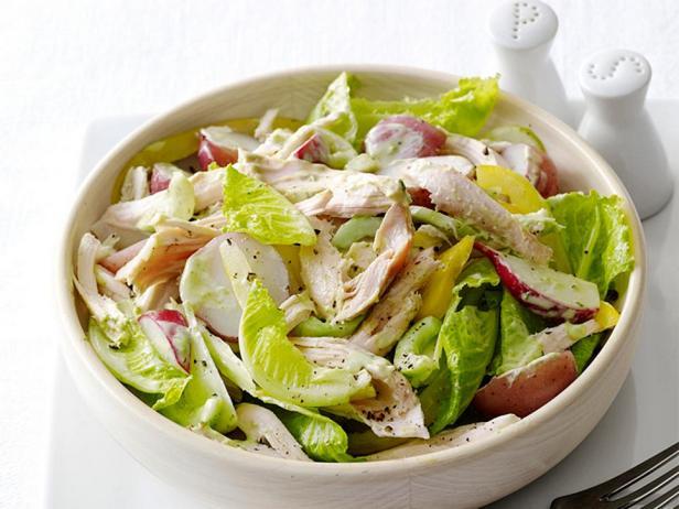 Весенний салат с курицей и картофелем