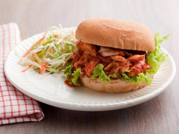 Сэндвичи с рваной курицей барбекю