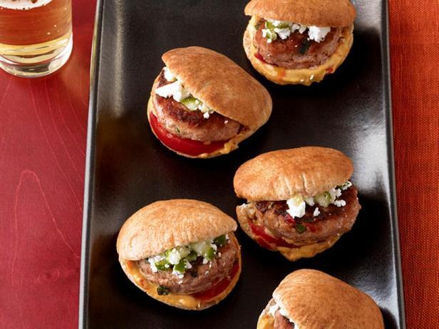 Фото Слайдер-сэндвичи с индейкой и хумусом