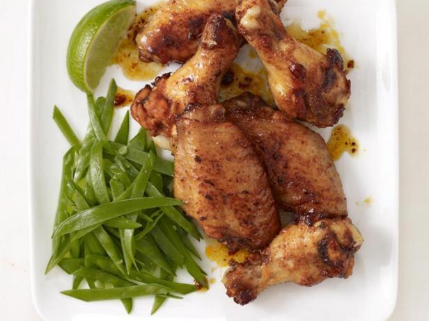 Куриные крылья в медовом соусе с молодым горошком