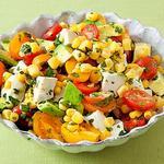 Салат с кукурузой, помидорами и авокадо