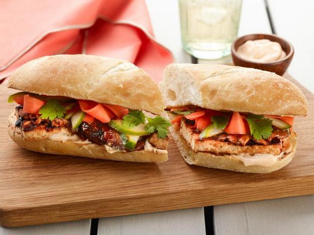 Фото Сэндвич Бан-ми с жареными на гриле грибами шиитаке и тофу