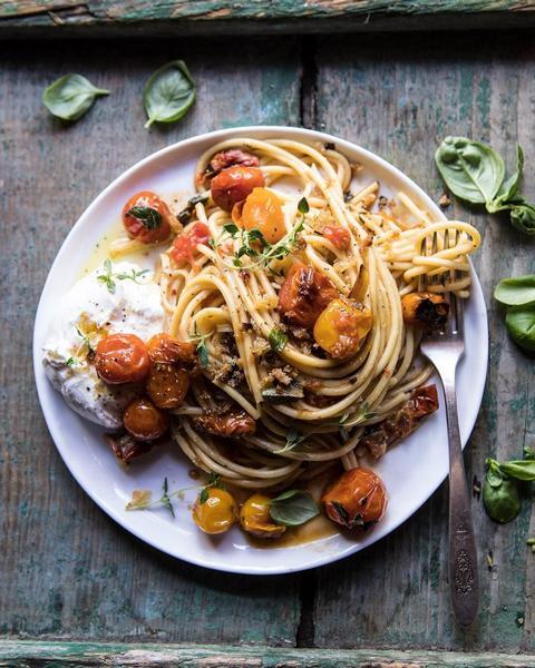 Фото Спагетти с чесноком, оливковым маслом и хлопья красного перца