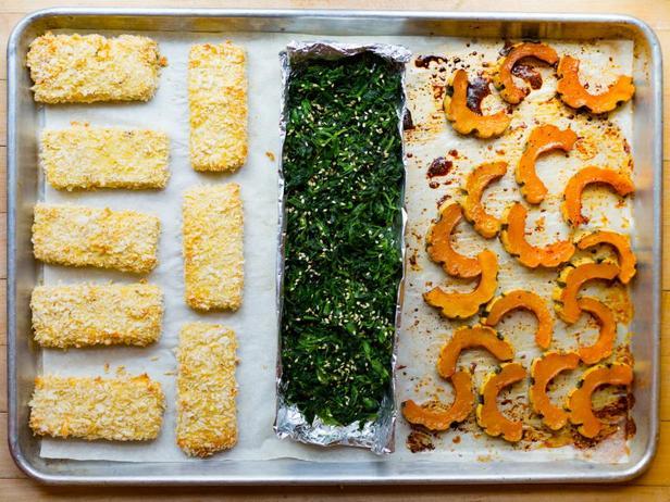 Ужин на противне: хрустящий тофу, шпинат и тыква деликата