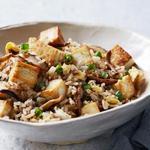 Жареный рис с тофу, имбирём и грибами шиитаке