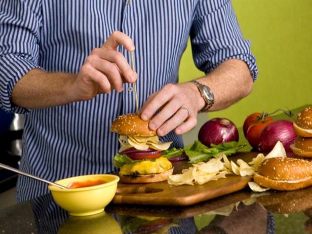 Чизбургер с чипсами