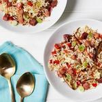 Жареный рис с овощами и ветчиной