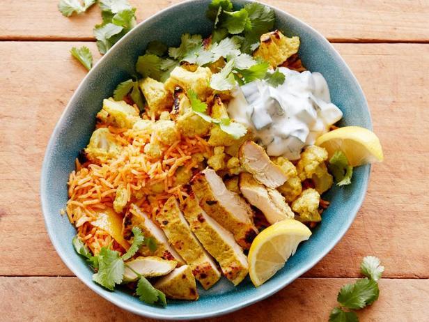 Фото Боул с рисом, цветной капустой и курицей тандури